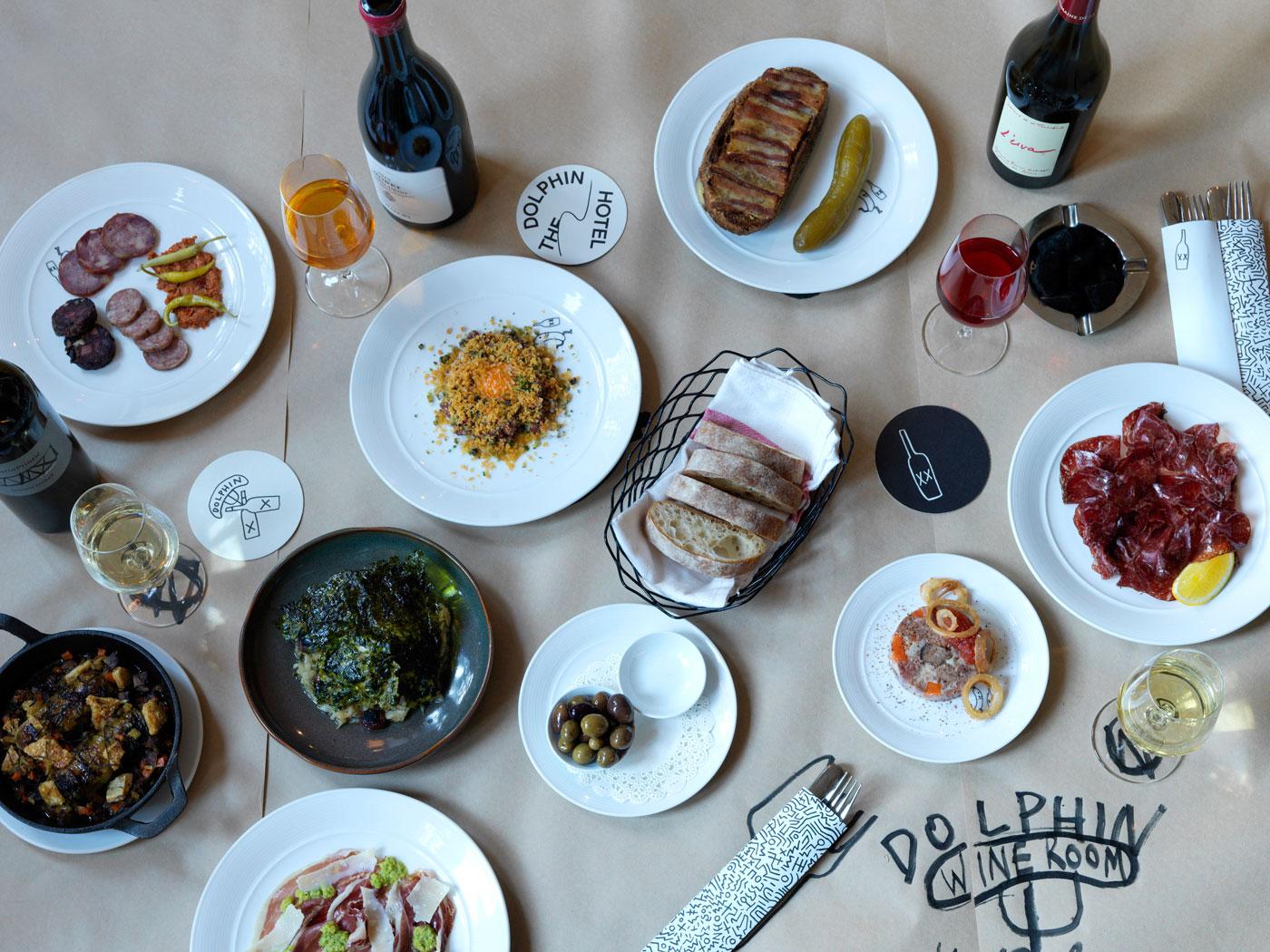 img-wine-room-food-comp